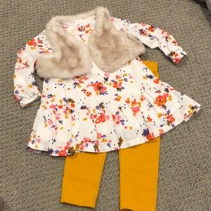 Floral Tunic & Faux fur Vest & Leggings set!